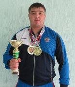 Сармат Икаев – молодежный чемпион и рекордсмен мира