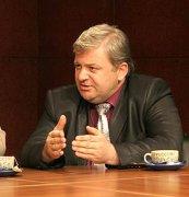 Серьезный разговор за год до парламентских выборов с участием политических партий